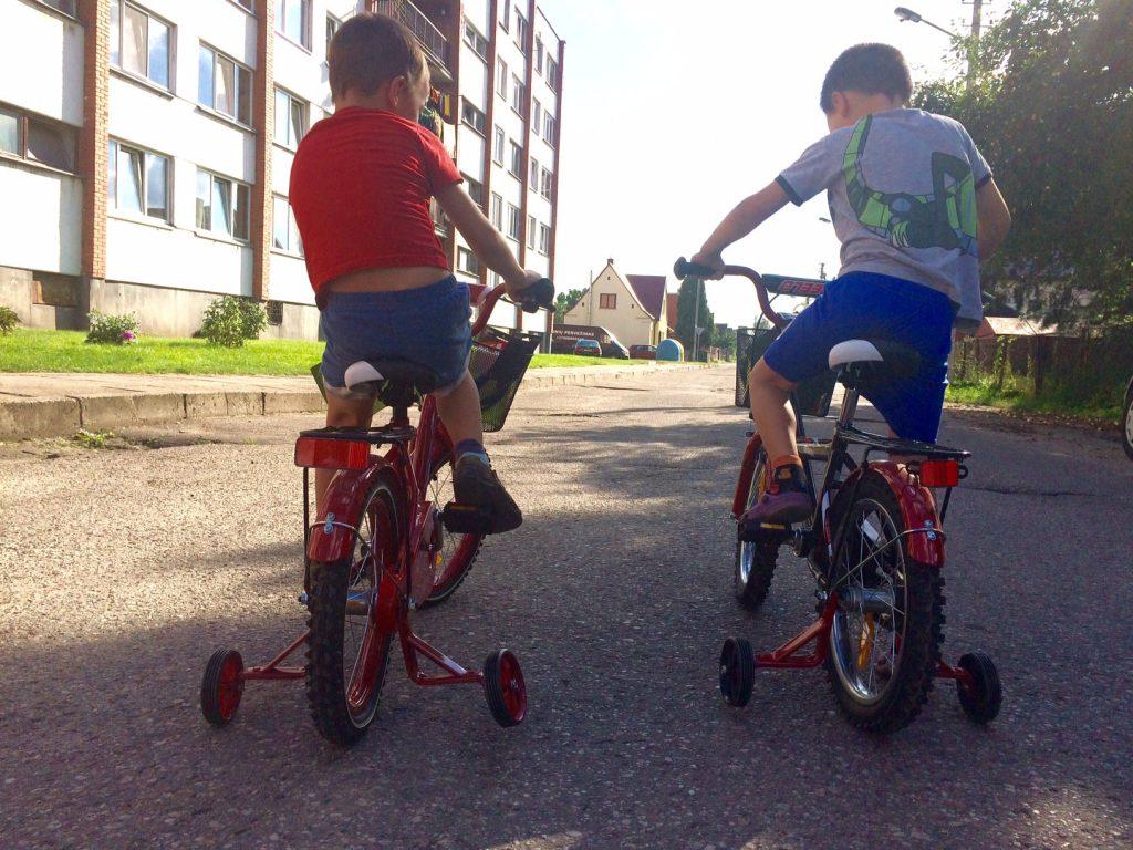 Vaikystė su dviračiu